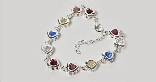 Hjerte armbånd isat farvede østrigske krystaller fra Beautidesign.dk, værdi 398