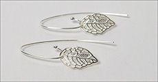 Blad ørehængere i 925 sterling sølv forhandlet fra Beautidesign.dk, værdi 398,-