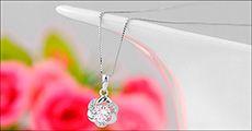 2-delt smykkesæt med feminint blomsterdesign fra Watches4you.dk, værdi 999
