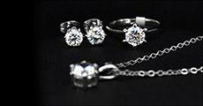Hvidguldsbelagt Solitaire smykkesæt, inkl. fragt, værdi kr. 1195