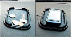 Sticky pad mobilholder med kant fra 4mobil, værdi kr. 268,-