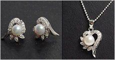 Smykkesæt i 925 sølv isat zirkoner og ferskvandsperle fra Beautidesign.dk, værdi 1098