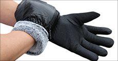 1 par herre-handsker i sort imiteret læder forhandlet fra Houseofhansen.dk, værdi kr. 249,-