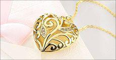 Kæde med hjertevedhæng med zirkoner forhandlet fra Beautidesign, værdi kr. 348,-