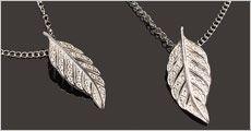 Kæde i 925 sølv med blad vedhæng fra Beautidesign, værdi kr. 798,-