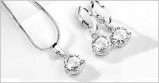Smukt smykkesæt med CZ krystaller, øreringe og halskæde, inkl. fragt, værdi kr. 399,-