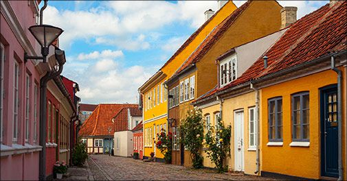 Bo på City Hotel Odense få skridt fra H.C Andersens hus og spis i restauranten hvor komponisten Carl Nielsen havde fast gang..