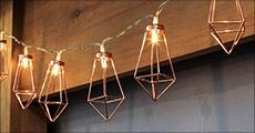 Køb 1 stk. super flot LED-lyskæde med diamantformer forhandlet fra Shoppio, vælg ml. 2 længder, værdi op til kr. 279,-