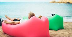 1 stk. Cloud Lounger oppustelig sofa i blå eller sort, værdi kr. 339,-